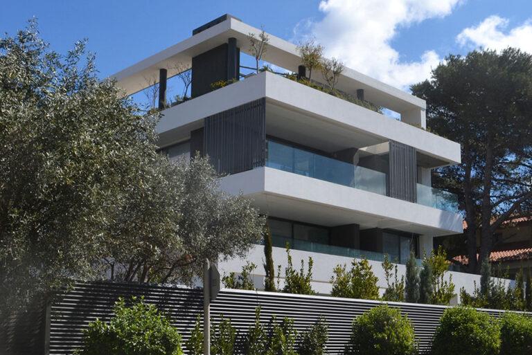 τριώροφο συγκρότημα αυτόνομων κατοικιών