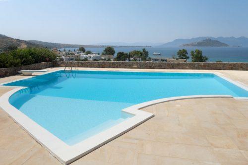 Μεζονέτα πισίνα